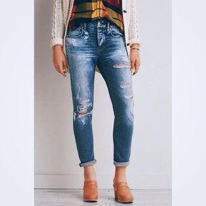 AEO Next Denim High Rise Tomgirl Jeans Distressed